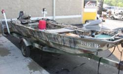 Camo Blind Fishfinder Specifications Length Overall (LOA): 180 Features