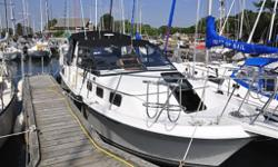 32.0' CARVER YACHTS RIVIERA 28 1985, 8 pass, 5 litres, gas, wheel, 11 ft W, twin 305s gas, 940 hrs, V Hull, Carver Riviera 28 For Sale Excellent Condition Living Space: the layout puts emphasis on living space. Ideal for family with children. Large