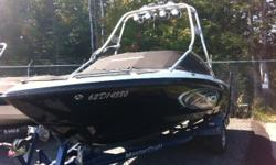 Bateau Mastercraft X10 23' 2003 Noir & Blanc Moteur Mercruiser Indmar MCX 350hp 480hrs, Perfect Pass, Profondimetre, Systeme de sons, , Mirroir, 4 tower speackers, 4 tower lights, 2 racks wake, Chaufrette, Subwoofer /AMP, 4 Pop up cleats, 3 ballasts,
