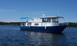 Alcan 370 House Cruiser. Great boat to share with family.