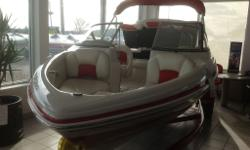 *** BOAT SHOW CLEARANCE EVENT***â?¢Full-width aft swim platform w/fold-down boarding ladder & storage â?¢Stainless steel ski tow ring â?¢Aft padded sundeck w/storage below & starboard walk-thru transom â?¢Full-width aft seating w/insulated cooler/storage