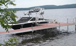 Bateau Mastercraft X2 2006 Moteur indmar MCX 350hp MPI 215hrs, Full équipé wake, tour à wake, 2 swivel board racks, 4 speakers de tour, 4 lumières de tour, toit bimini, perfect pass, 3 ballasts, Système de sons complet, Pop up cleats & Remorque. Toujours