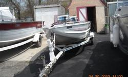 Handy Man Special!Boat needs floor and carpet repairs. 1988 Peterborough Bass 495 Single Side Console with 2011 Evinrude 30 HP ETEC and matching Espadon Bunk Trailer. Boat has Navigation Lights, Rod Locker, Aerated Livewell, Electric Bilge Pump, Bow