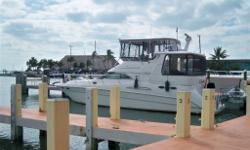 Fort Lauderdale, SeaRay AC420, 2000, 45,6 OAL, 14,3 Beam, Great conditions, serviced 2014. 2 Cummins 8,3 430hp, 810 hrs. Westerbeeke gen set, 5 Klw serviced 2014. 2 hard top, solar panel 200watts, inverter 7000 watts, complete galley with a ceramic plate