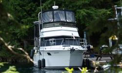 This 3207 aft cabin is of one of Carvers most popular models. This boat provides much more living area for her size than would seem possible. Always in freshwater and properly maintained, she features economical 5.7 Liter 270 HP Mercruisers, very roomy