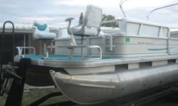 2005 SUNTRACKER 24FT PONTOON PARTY BARGE 2005 Suntracker party barge. 115 hp merc fresh tune up trailer has hydraulic brakes, and a tandem axle.