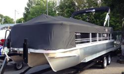 G3 V322C SUNCATCHER TRI-LOG PONTOON. SOLID TRI LOG, STABLE IN ALL TYPES OF WATER. MOORING COVER, BIMINI TOP, LOUNGE AREA, CAPTAIN SWIVEL CHAIR, STEREO, GREAT FOR ENTERTAINING. LOADS OF STORAGE. COMES WITH A 90 HP 4-STROKE YAMAHA OUTBOARD. BOAT AND MOTOR