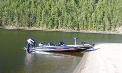 excellent shape, maintaind by dealer, fantastic fishing platform, VERY FAST BOAT 70+ MPH . 2 HUMMINGBIRD sonar gps combows