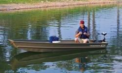 Rated for two people, but tipping the scales at only 87 pounds (39.46 kg), the TRACKER Topper 1232 Jon boat is eager to travel by car top or pickup bed. Its .043 gauge marine aluminum alloy is key to its light weight and maneuverability, yet carries our