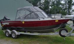 2015 KingFisher 2025 Discovery / 150 Suzuki and Trailer - Only $49,999 plus freight and pdi. Call Marsh's Marina (705) 538 2285 for you best price on this instock boat! Nothing like it in Southern Ontario - the 2025 Discovery features an all welded heavy
