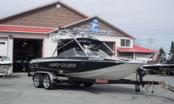 Bateau de ski nautique et wakeboard Pull Up Cleats (Forward) Pull Up Cleats (Aft) Rub Rail (Stainless Steel) Swim Platform (Fiberglass) Mirror (Tower Mounted) Pylon Tower (Fold Down) Wedge (Power) Wakeboard Racks (2 Pairs) Perfect Pass Digital Pro Heater