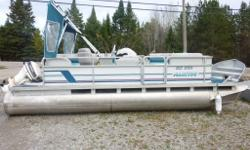1995 20' Manitou Spirit, 40hp Johnson. Boat sold as is.