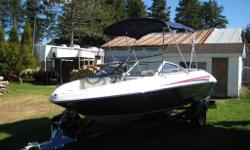 Bateau 18 pieds 6 po Larson, 850 LX, moteur Mercruiser 4.3L, seulement 49 heures !, toile avant, arrière, toit bimini, siège flip-up, profondimètre, tapis snap in, stainless package, volant ajustable, wake lam kit (prêt à installer tour à wake si besoin),