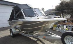 STANDARD FEATURES Gateway 2600 lb Capacity Galvanized Single Axle Bunk Trailer, Color Matched Painted Dash & Windshield, Double Walled Recessed Diamond Tread Drop Bow, Electric Horn, Full Dash Instrumentation, Full Marine Carpeted Sound Dampening Side