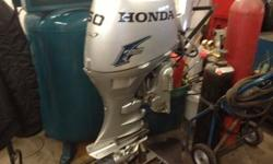 MOTEUR HONDA 50 FORCES, 4 TEMPS, A BATTON (TILLER), TRES BONNE CONDITION, D�MARREUR �LECTRIQUE, TRIM �LECTRIQUE, DISPONIBLE CHEZ GOULET SPORTS ST-JEROME 450-431-6622