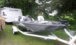 Beautiful 17 1/2 Crestliner, Bass Boat for sale with Trailer, with 2 Livewells, 1 livewell with AirRader,both livewells are large! With a 2000-90hp Yamaha. 2 stroke engine. Engine was oil injected we plugged oil injected, now use 50 to 1 mixture.Inboard